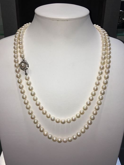 Cultured pearl necklace - freshwater pearls - 585 white gold and brilliant clasp - six brilliants - approx. 120 cm overall length