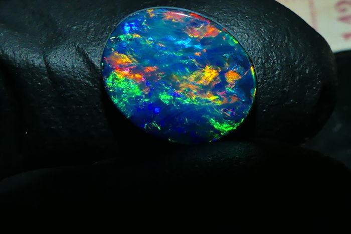 Quality Natural Solid Opal  Doublet  Polished Fantastic   Fires/Pattern - 1,95 cts