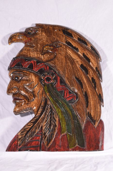 Large wooden Indian (Native American) with two eagles - 50 x 34 cm