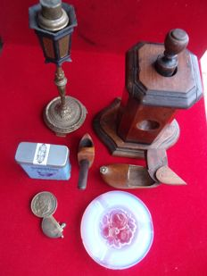 Cigar cutter in walnut wood - Pipe in heather wood - Clog snuffbox in walnut wood - Lighters in bronze - Ashtray in glass.