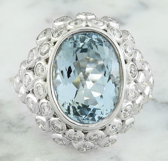 18.82 Carat Aquamarine 18K Solid White Gold Diamond Ring  *** Free shipping *** No Reserve *** Free Resizing