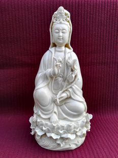 Chinese Dehua Porcelain/Blanc de Chine Guanyin - China - late 20th century (26cm)