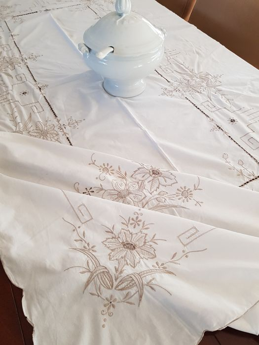 Richly decorated embroidered ladder work vintage tablecloth. 240 x 165 cm. Reasonable shipping costs.