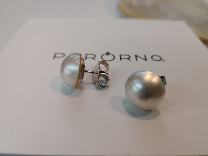 Earrings with Australian mabé pearls, size 12.5-13 mm, natural silvery white colour. No reserve.