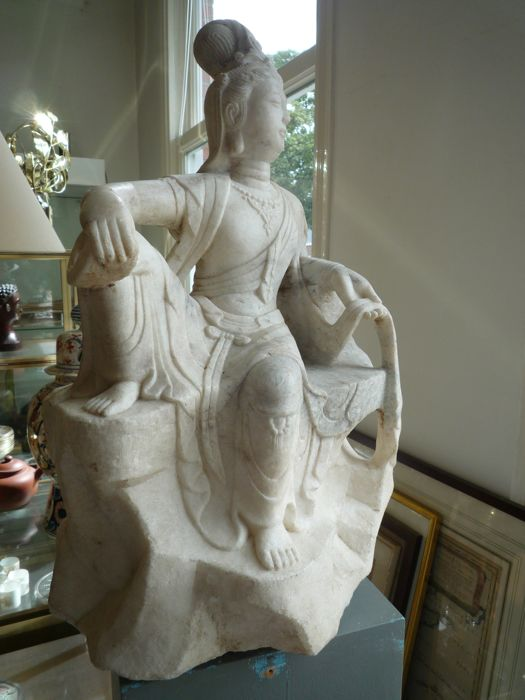 Guanyin in marble - China - 2nd half 20th century (52 cm)