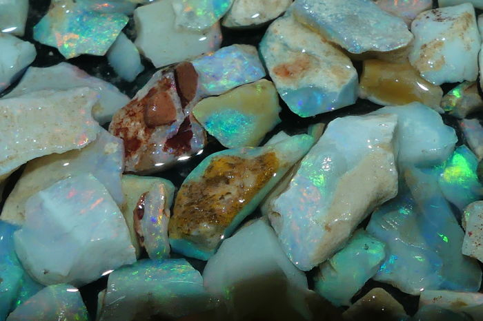 Natural Rough inlay/mosaic Andamooka Opal Chips Big parcel - 200,65 cts/ All pieces with fires