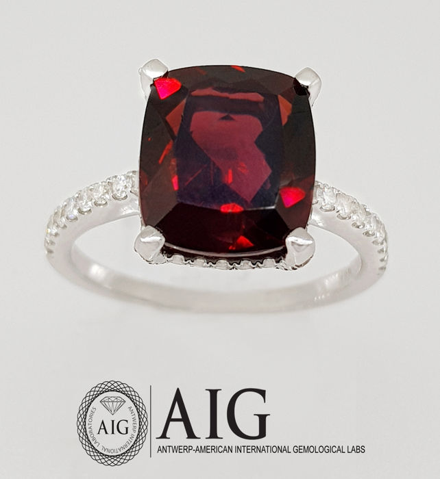 Certified ring with 5.66 ct Garnet & Diamonds ***NO Reserve Price***