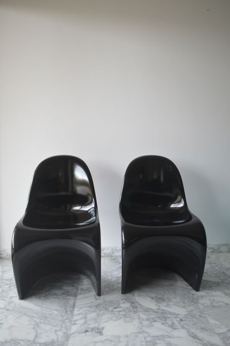 Verner Panton for Vitra - Two glossy black fibreglass 'Panton chairs'
