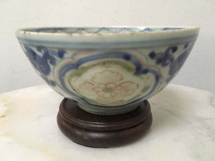 Beautiful Porcelain B/W Bowl with Base Stand. China - Ming Dynasty, 16th Century.