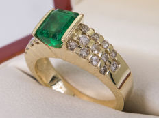 1.64 Ct - Diamond & good quality green emerald ring - **No Reserveprice***