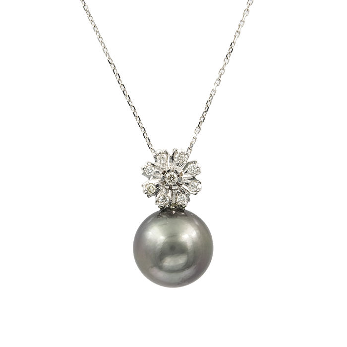 White gold, 750/1000 (18 kt) - Choker with flower-shaped pendant set with brilliant-cut diamonds and a Tahitian pearl of 11.40 mm (approx.)