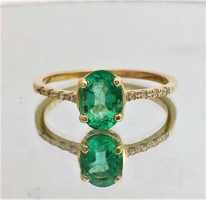 0.77 Emerald and Diamond Ring 14k Yellow gold - size : 6 1/4 (USA), 53 (French ).