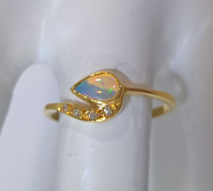 Gold 19.25 kt – Opal 0.10 ct – Diamonds 8x8 – 0.05 Ct – 80's