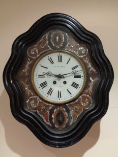 Vintage Elizabethan wall clock 'bullseye' - late 19th century - Signed L. Vignes, Agen - French Style.