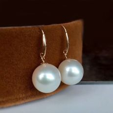 18 kt/750 yellow gold cultivated pearl  earrings -Pearl Size: approx 11 X 11 mm, weight 4.5 g