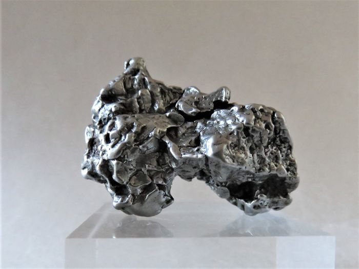 Rarity - iron meteorite Campo del Cielo with large movable piece - Oktaedrite IVA, 4.5 x 3.1 x 2.5 cm - 70.76 g.