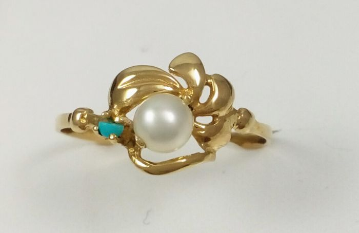 18 kt yellow gold cocktail ring with Akoya cultured pearl and tuquoise Number 17/57