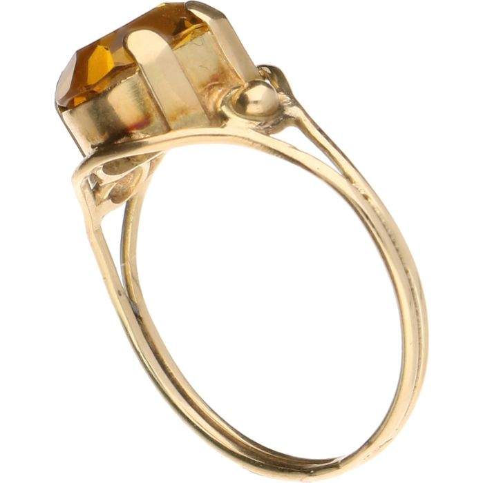 14 kt Yellow gold tooled ring set with citrine ring size 19 mm
