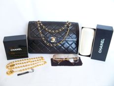 "Chanel - ""Paris Limited Edition"" Bag + chain-belt + sunglasses - No Reserve Price - Βίντατζ"