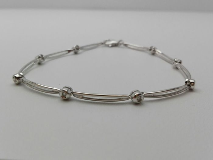 Women's bracelet in 18 kt white gold with brilliant cut natural diamonds, 0.10 ct in total 5.5 g