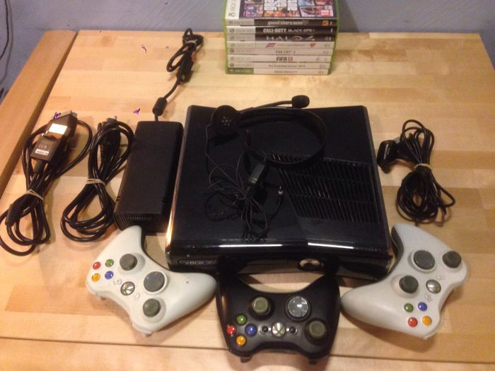 Xbox360 with 250gb , 3 controllers and 8 top games. Like- Call of duty black ops 2 + Halo 4