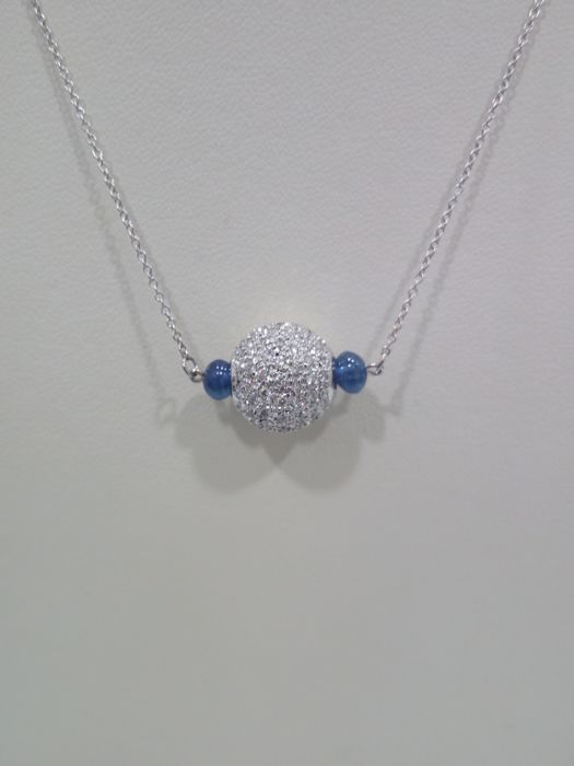 Made in Italy, 18 kt white gold necklace with diamonds weighing approx. 0.80 ct and cabochon cut sapphires / size 45 cm