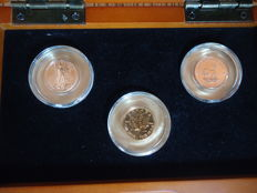 Welt – wooden case with 3 coins (Canada, South Africa, USA) 2014 – 3 x 1/10 oz gold