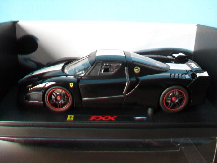 Hot Wheels Elite - Scale 1/18 - Ferrari FXX - Black