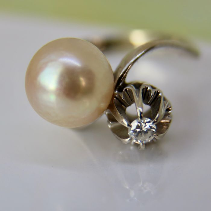"White gold ""Toi et Moi"" wonderful ring with large shiny sea/salty pearl ca. 9.1 mm and brilliant cut diamond in a beautiful rosette  *Re-sizable"""