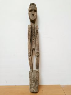 Large wooden ancestor figure - Timor - Indonesia