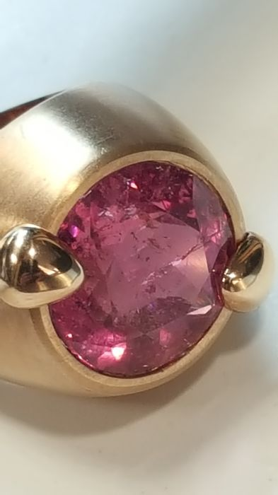 Ring in satinised 18 kt rose gold with pink tourmaline, 10.52 ct Size 14