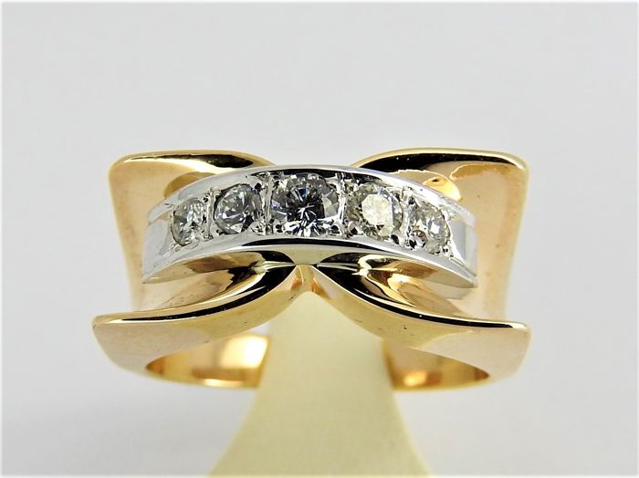 14 kt bi-colour gold ring with +/- 0.20 ct diamond - size 16 or 51 -