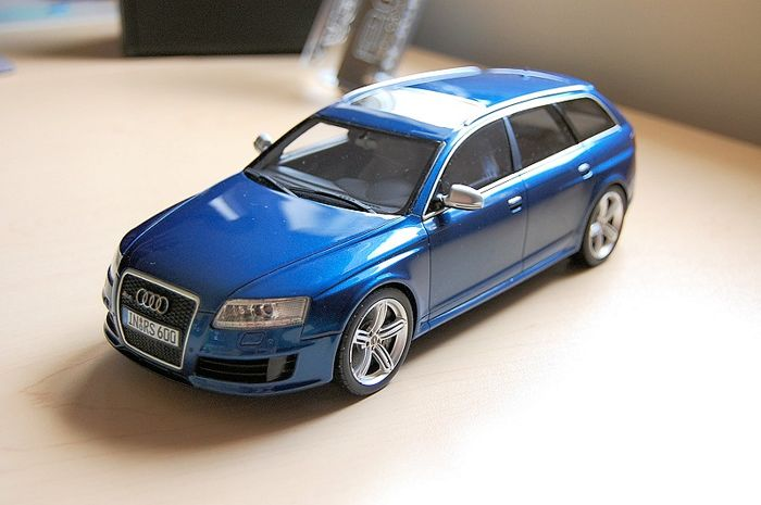 Otto Mobile - Scale 1/18 - Audi RS6 Avant C6 - Blue
