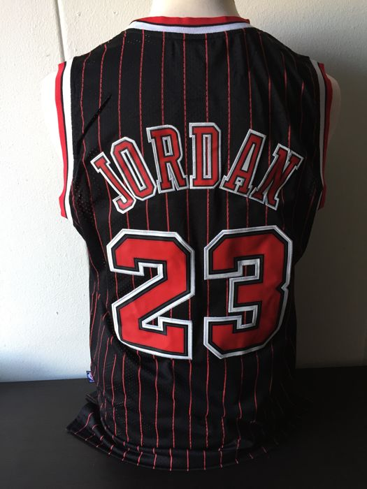 Michael Jordan - Chicago Bulls '90 NBA Jersey.
