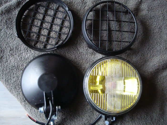 Two FOG LIGHTS with protective grid by the brand RAYDYOT with a diameter of 165 mm