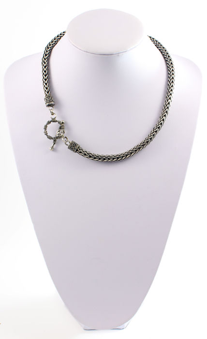 Thick necklace with serpent-like links, made in 925/1,000 sterling silver