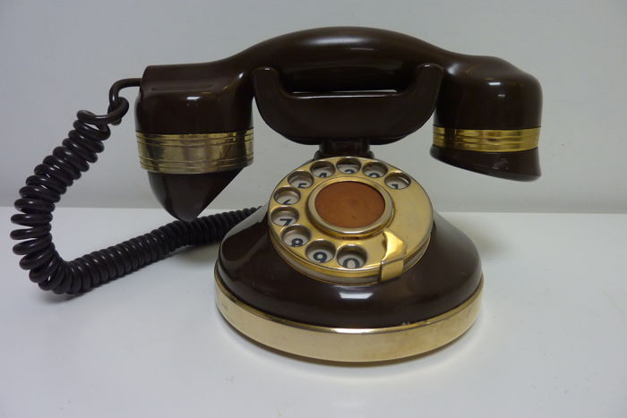 Desk telephone model 1940