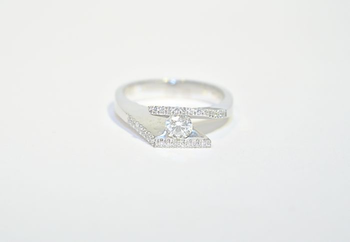 Fairy shape diamond ring, main stone 0.30 ct, °°no reserve°°