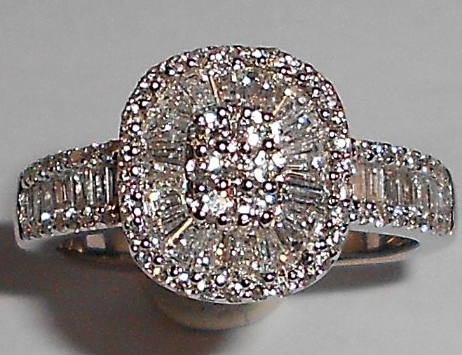 18 kt white gold ring, brilliant and toperse cut diamonds of 0.80 ct, size 50.50,  US 5.25, K British, resizing N