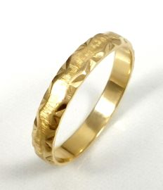 Wedding ring of shine/matte 14 kt yellow gold. Number: 25/65 No reserve price