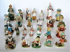 Collection with 25 ceramic/porcelain sculptures