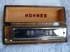 Large Hohner harmonica, Chromonika III 280 C - dur, made in Germany in the original box, wooden box.