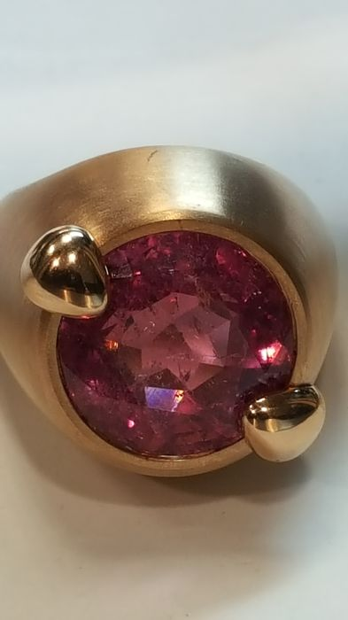 Ring in 18 kt rose gold with 10.52 ct pink tourmaline - Size 14.