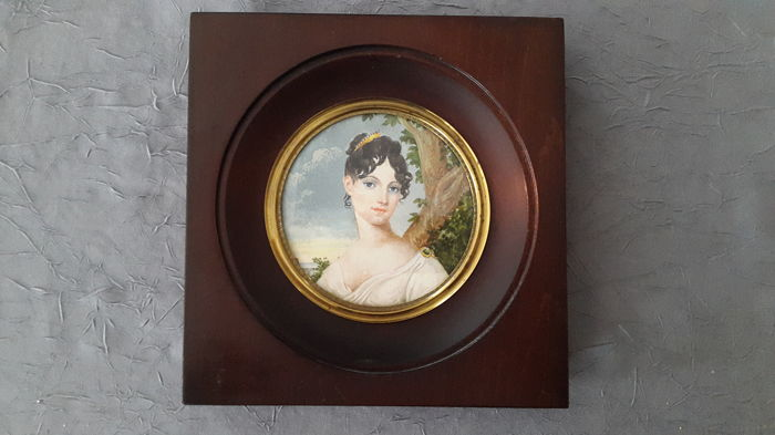 Round miniature - painting on ivory of a very lovely Lady - 1900-1920 (with certificate)