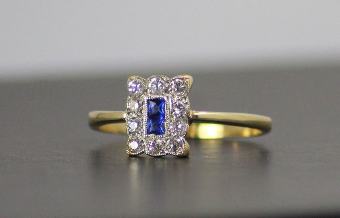 Platinum and Gold 18ct ring 2g  set with Sapphire 0.2 ct and Diamonds 0.2 ct,  Art Deco, Circa 1925