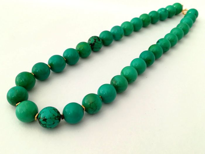 19.2 kt – Necklace of Turquoise Stone 12 m/m with gold hoop clasp