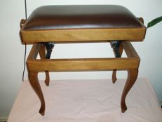 Adjustable wooden piano stool - circa 20th century.