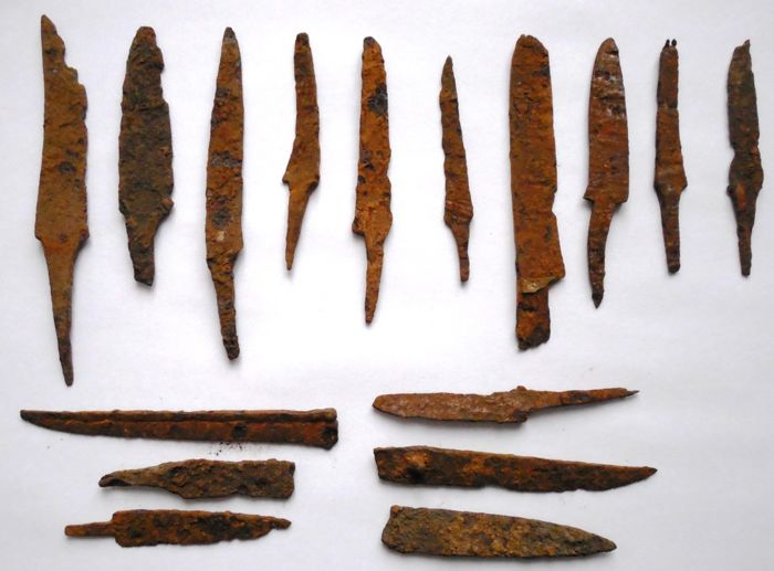 Selection of 16 Iron knives, Viking period, Early Medieval (9-12 century) 65-135 mm