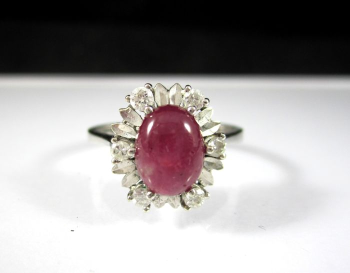 18kt gold ring with cabochon ruby and diamonds 0,06 ct - 3,6 g. - Size: 17,2 mm. 14/54