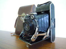 Camera Nagel Vollenda 68 with case (1929)